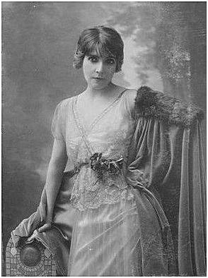 Eve Lavallière2