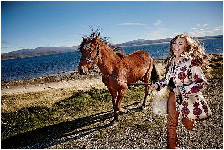 mari-boine-with-horse